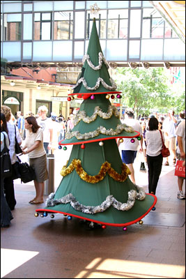 christmas tree in pitt st mall