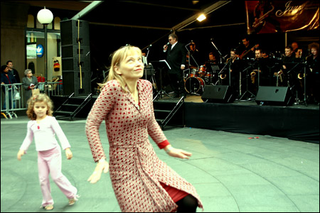 jazz dancing in front of the qvb